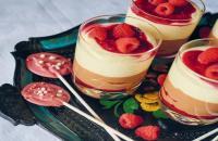 Recept: Chocolademousse met frambozen en choco-lolly's